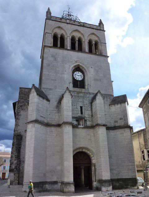 L'église en 1887 et aujourd'hui vue de sa façade ouest