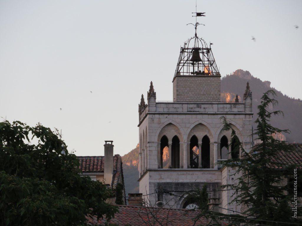 Le Glandasse éclairant la cathédrale