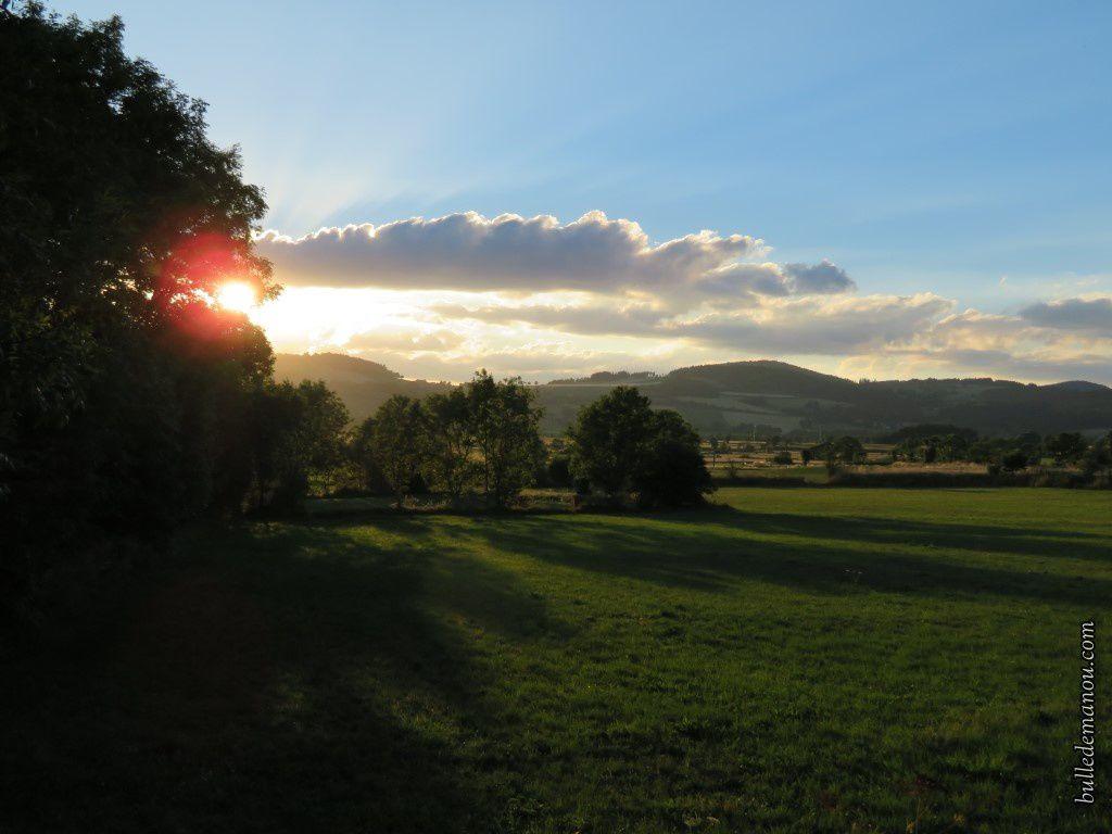 Coucher de soleil sur les champs...