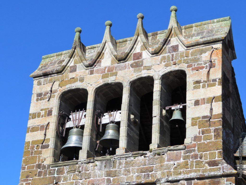 Le clocher surmonté de quatre gâbles