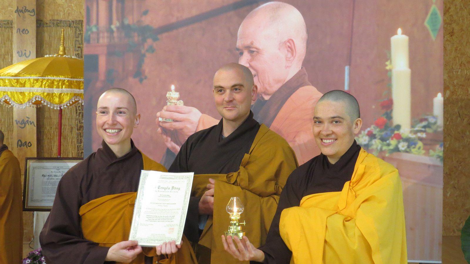 Les 3 nouveaux Enseignants du Dharma francophones: Sr Hien Nghiem, Fr Phap Linh, Sr Hai Nghiem