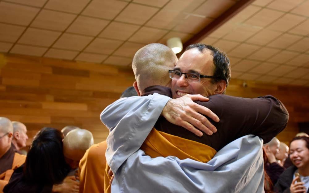 Le novice québecois, Frère Trời Đức Hành (Ciel de la Vertu de l'Action), est déjà le grand frère de 49 autres novices !!!