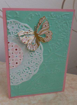 le papillon de la première carte m'a été offert par Miou, les fonds embossés m'ont également été offerts par des copinettes mais je n'ai pas noté par qui :(