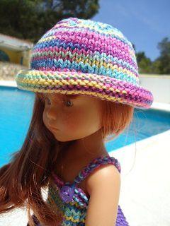 Petit ô et son chapeau au bord roulé pour poupée chéries de corolle.