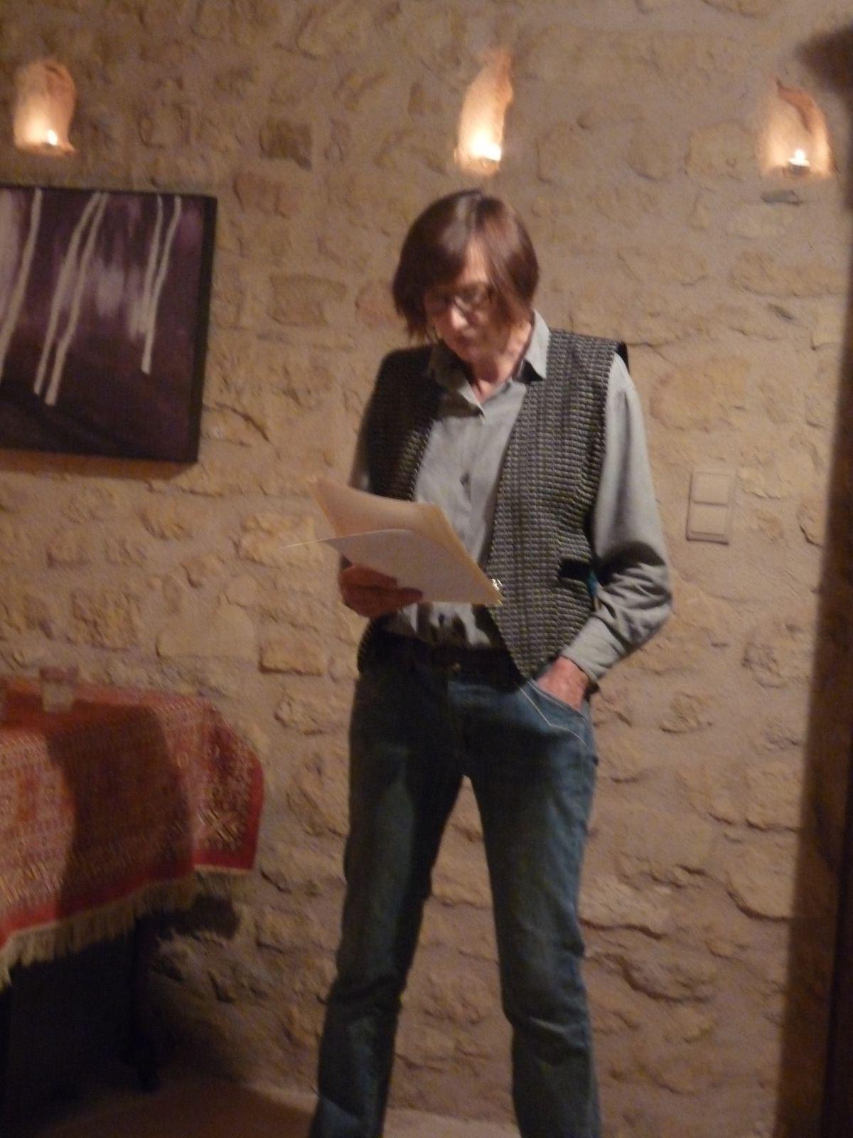 Leni Dipple lit un de ses poèmes