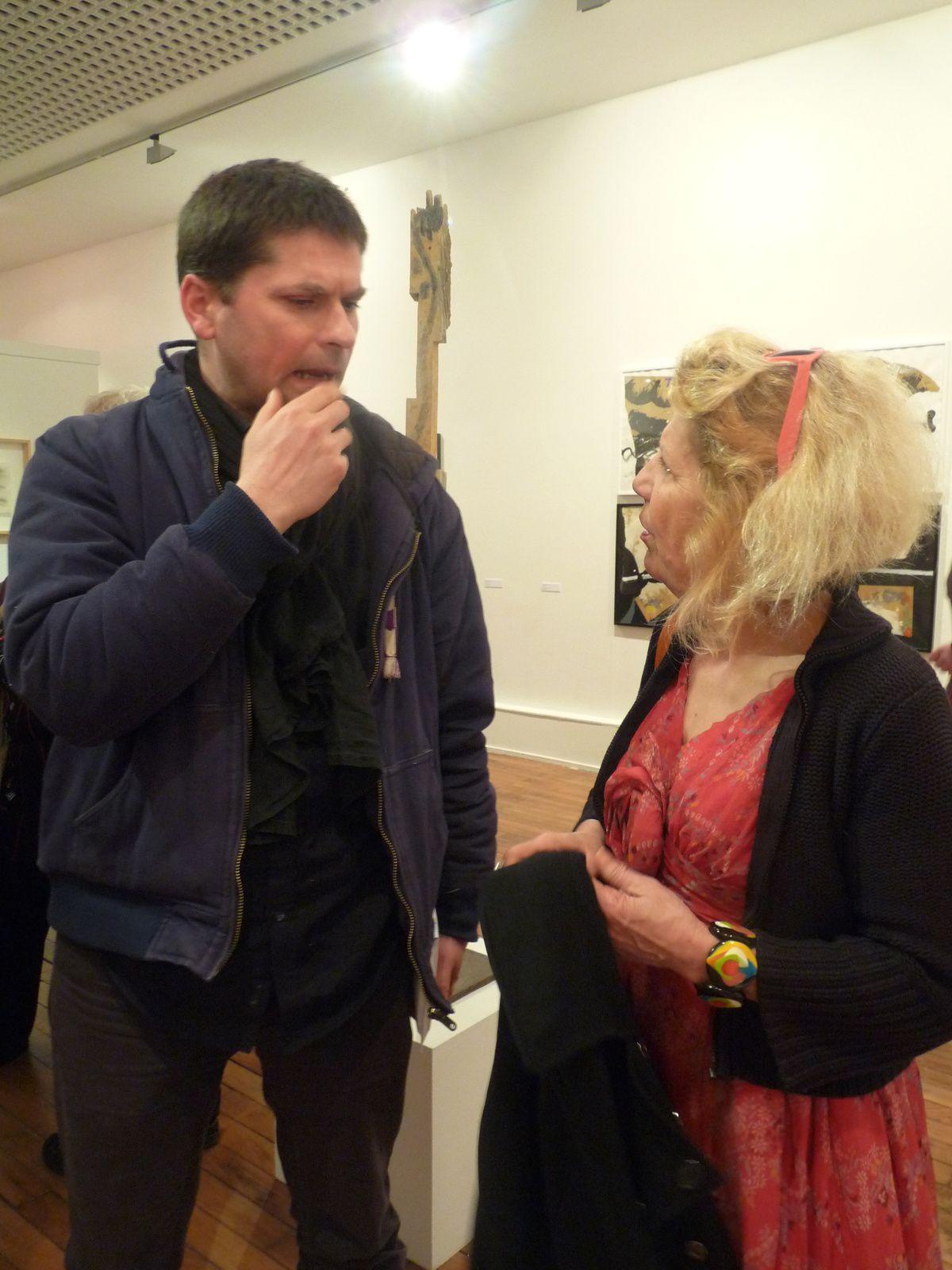 Inna Maaimura en grande conversation avec Mana à l'Espace culturel François Mitterrand.