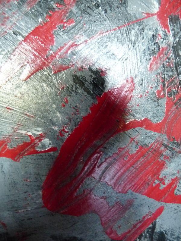 détails de tableaux exposés et tableaux dans leur ensemble