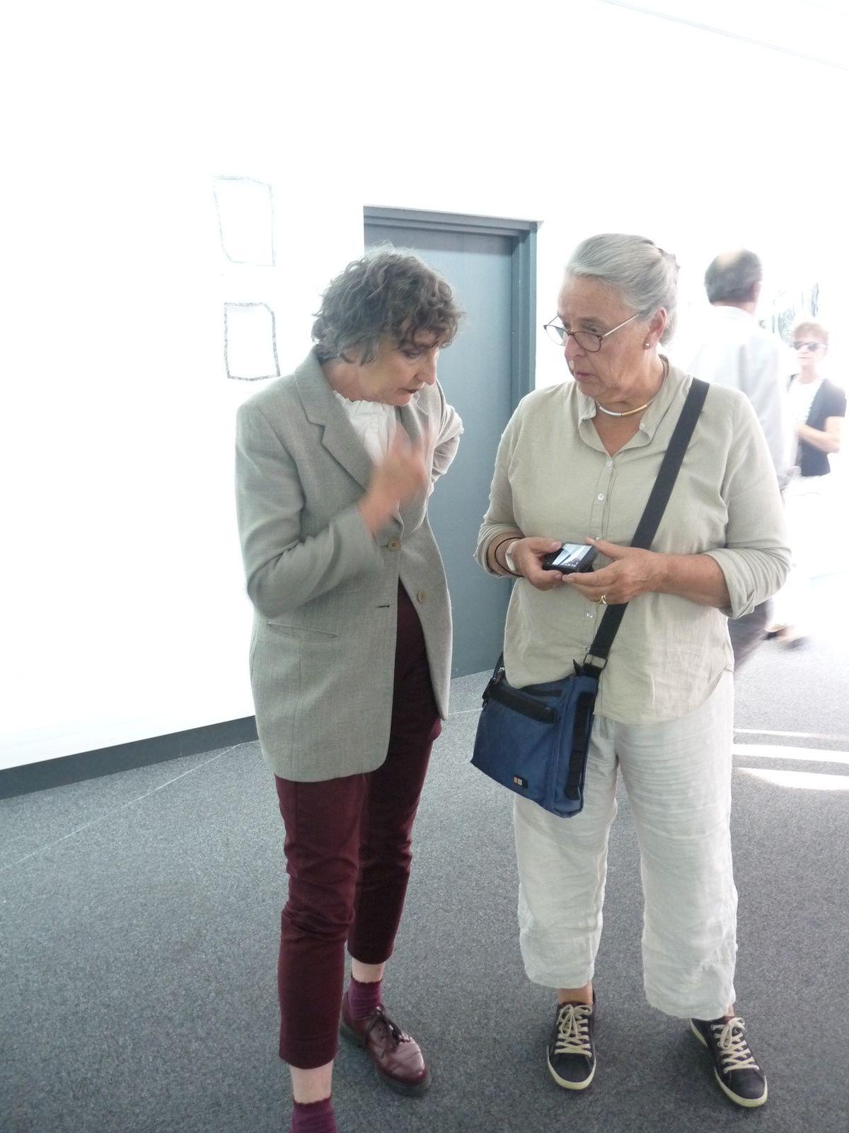 Le soir du vernissage. Leonne Hendriksen(à gauche)