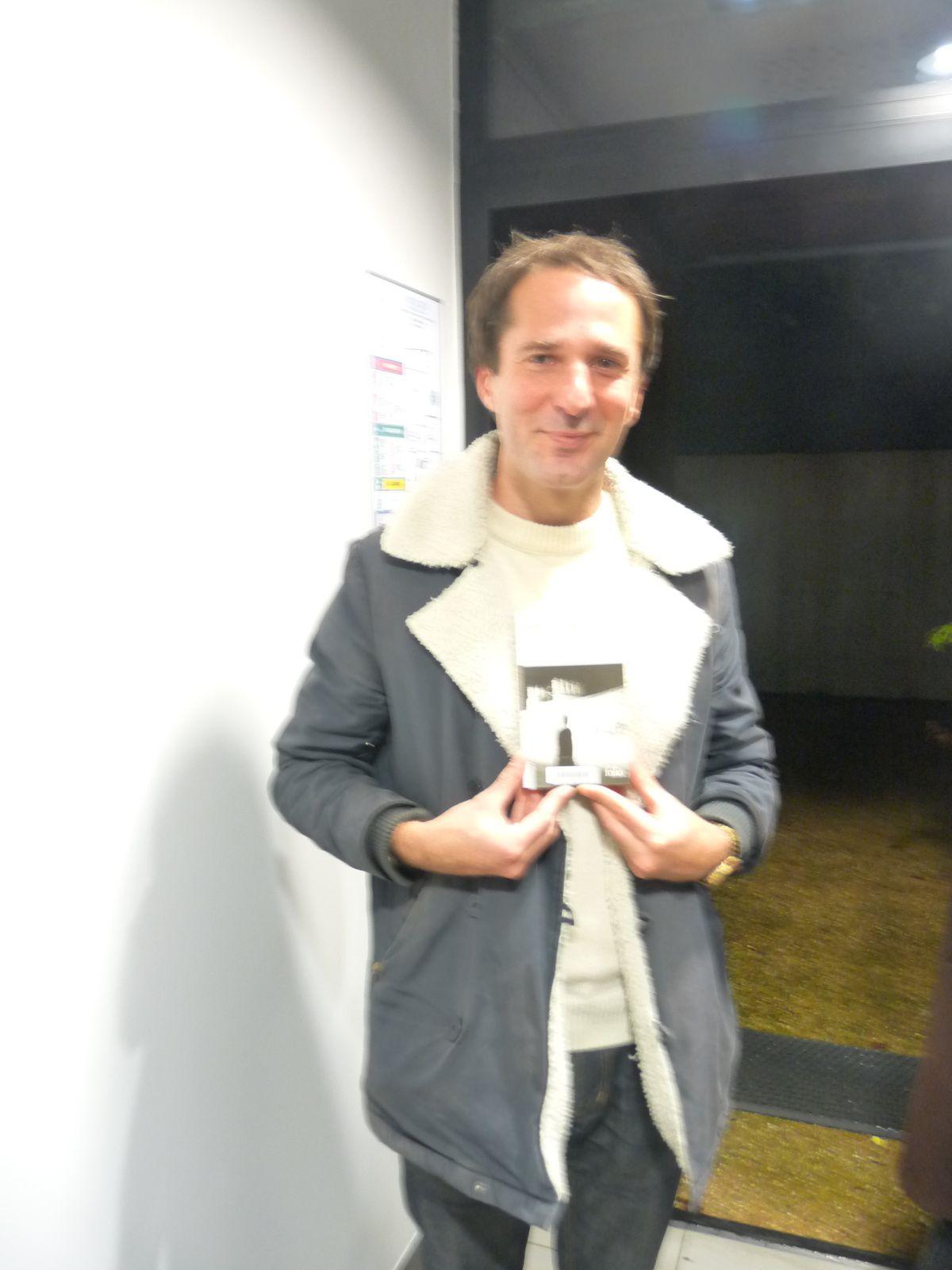 Romain Jarry avant et après la représentation à la médiathèque de Lanouaille.