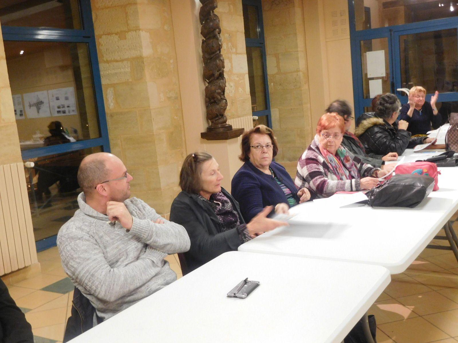 de gauche à droite: Nicolas Dussutour, agent territorial CD dordogne puis en troisième position Annie Sedan, Vice-Présidente du Conseil Départemental et Maire d'Excideuil, Paulette Boukhalo et Alain Vaugrenard, adjoints au Maire d'Excideuil, Martine Heim, Maire de St Jory-las-Bloux et Marianne  Lasternas, adjointe au Maire de Génis