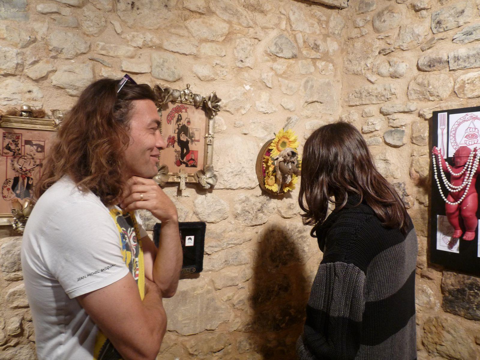 ls élèves de l'Atelier Arts plastiques avec leur professeur Thierry Moulun, à gauche sur la deuxième photo.