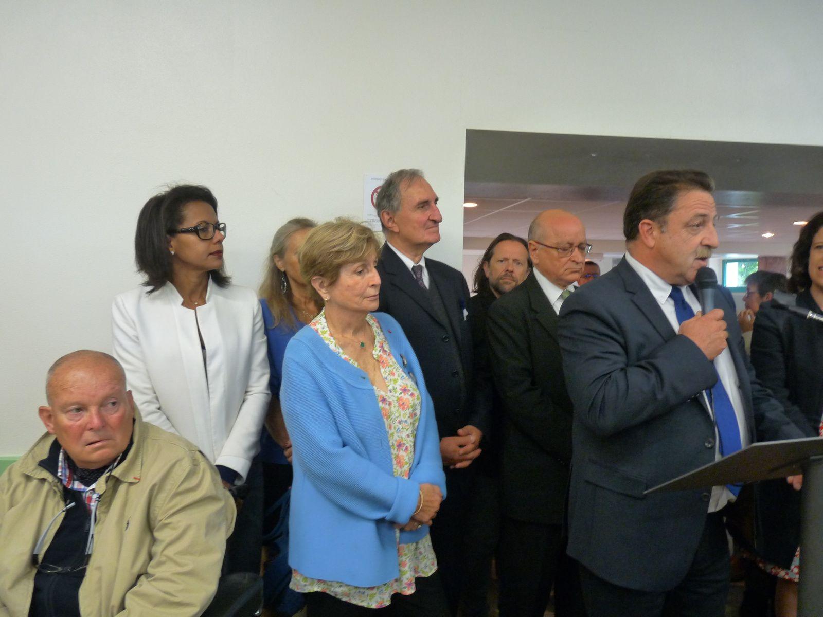 Prise de parole par Bruno Lamonerie, Président de la Communauté de communes Isle-Loue-Auvézère et Conseiller Départemental. Derrière lui André Added , Président du Comité Talleyrand-Périgord
