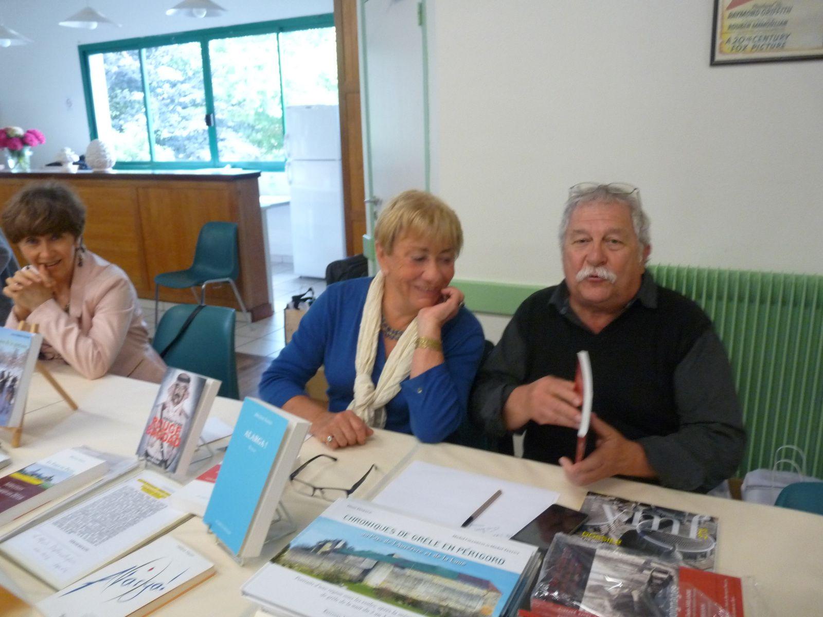 trois auteurs du Périgord de gauche à droite: Martine Sombrun, Hélène Tayon, Pierre Thibaud et une belle affluence pour cette cinquième édition du Salon