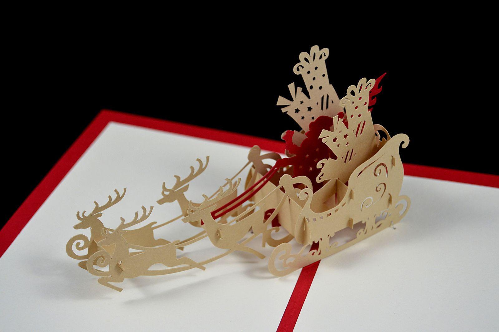 Sur la couverture se trouve un père Noël (avec des yeux Kawaii) en pliage dont vous trouverez le tutoriel ci-dessous*. Les couleurs utilisées sont rouge et ivoire de pollen de chez clairefontaine.