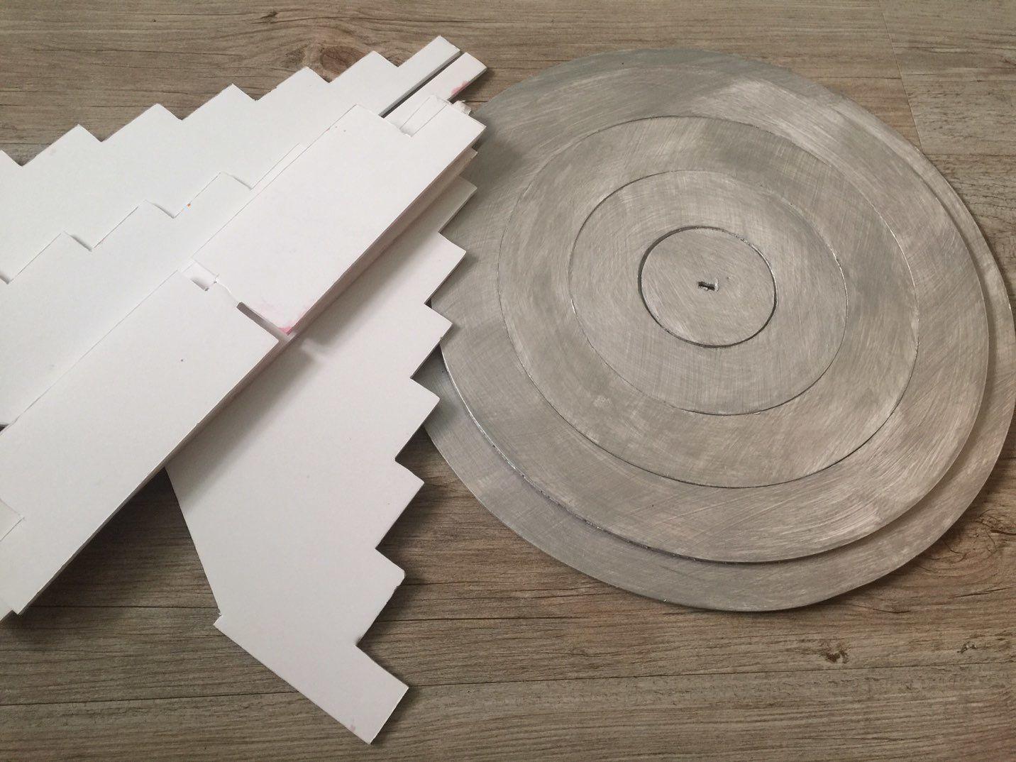Fabriquer une pyramide en carton plume pour 100 macarons