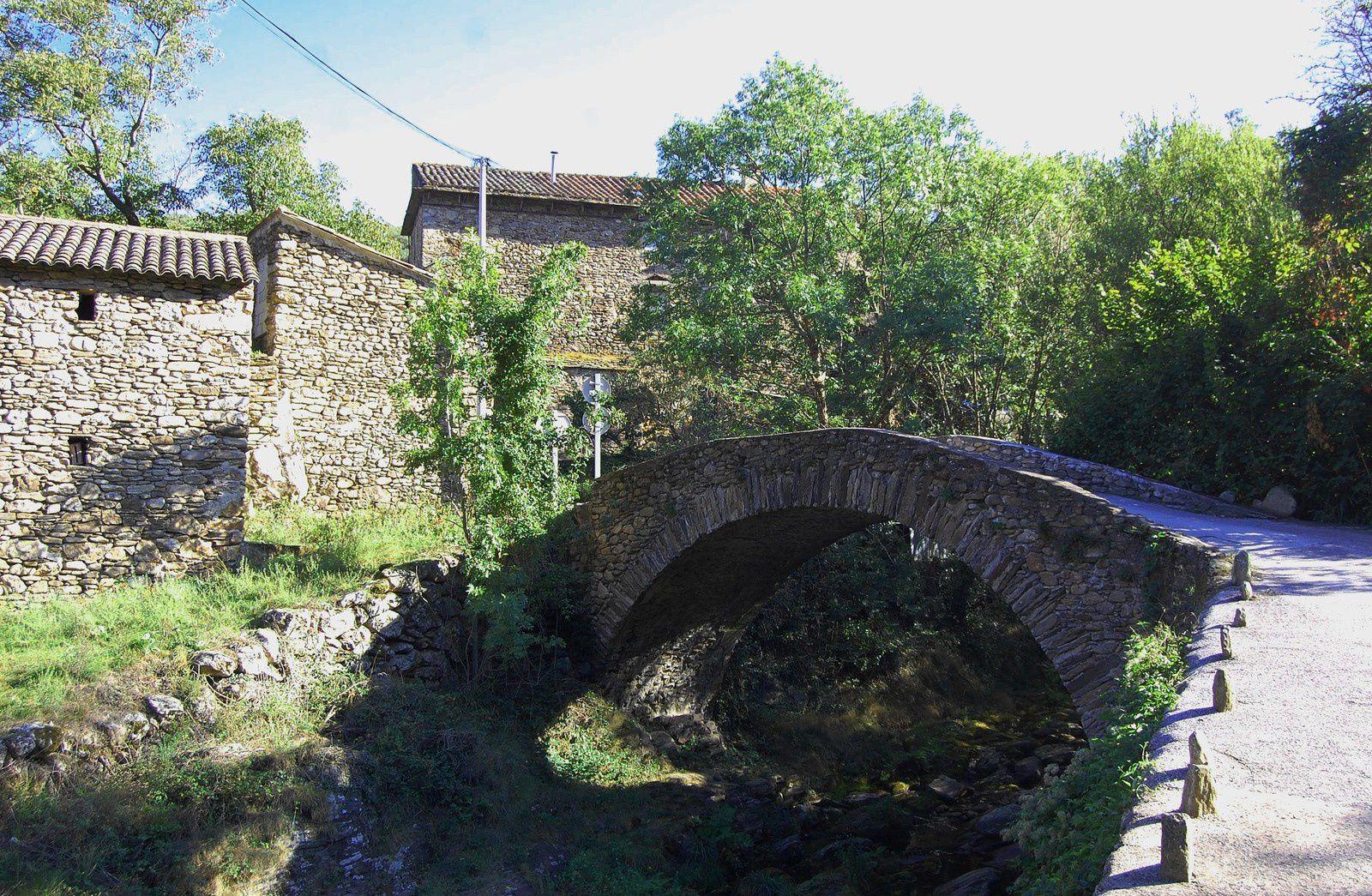 Le petit pont de Cours (commune de Rosis, à deux kilomètres de Saint-Gervais).