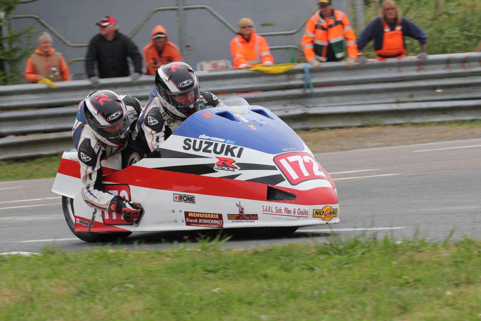 """Franck Barbier et Emmanuel Debroise portent le logo """"ellan-vannin #23"""" et s'offrent un podium en seconde manche."""