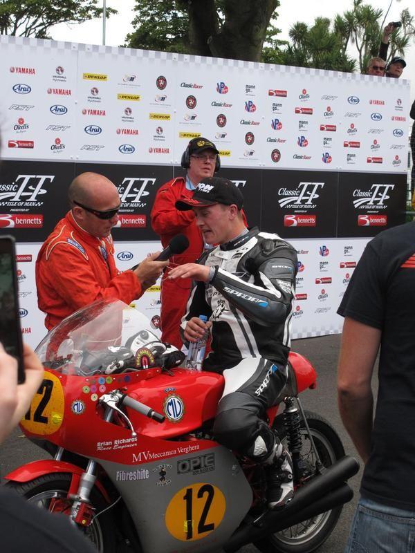 Dean Harrison , vainqueur de cette première course.
