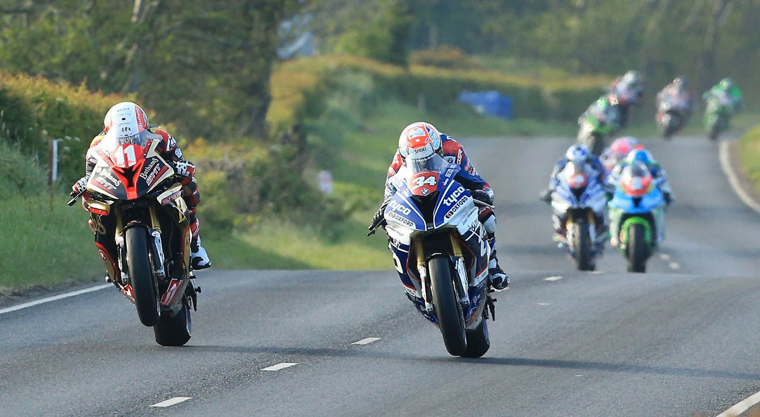 Michael Rutter (11) et Alastair Seeley (34) en superstock ©David Maginnis