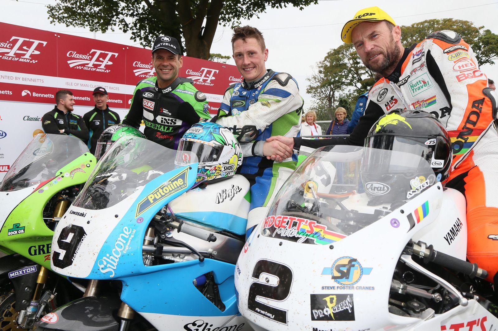 de gauche à droite: Horst Saiger , Dean Harrison et Bruce Anstey