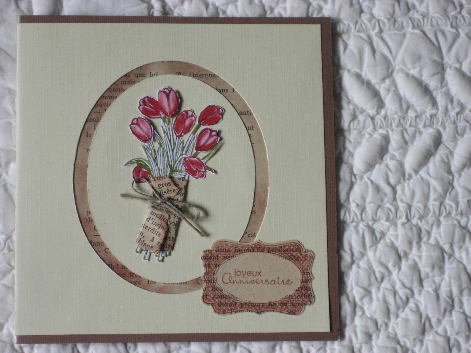 Ma préférée, un peu longue à réaliser car le bouquet est entièrement découpé. J'aime l'idée du papier de journal entourant les tiges.