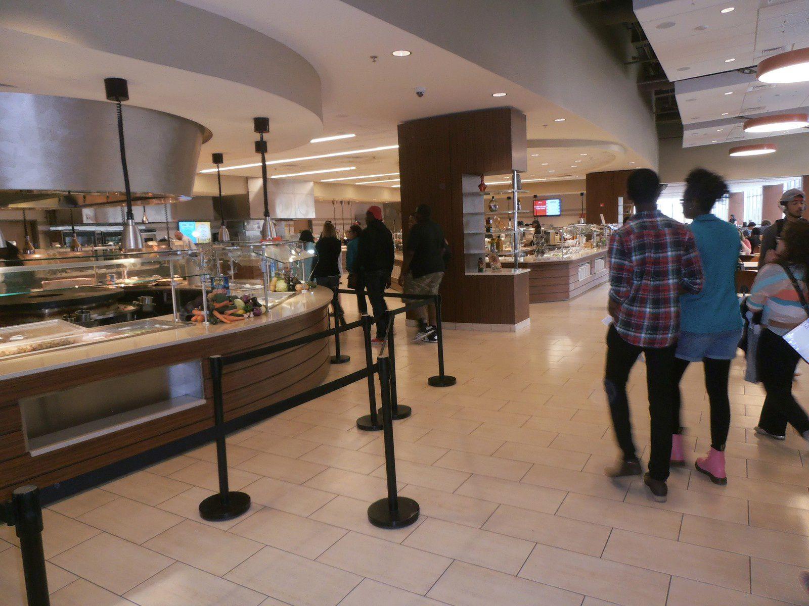 Deux restaurants sont à disposition dont le dernier-né (automne 2013) qui fonctionne 24 heures sur 24.