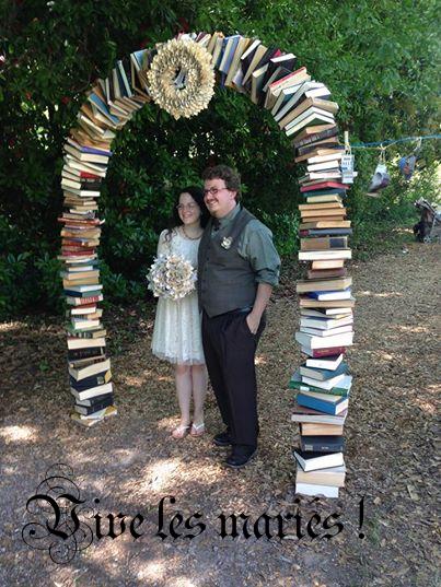 Josh (Underground books) a épousé Megan : j'adore leur arche de livres ! Américano leur souhaite beaucoup de bonheur !