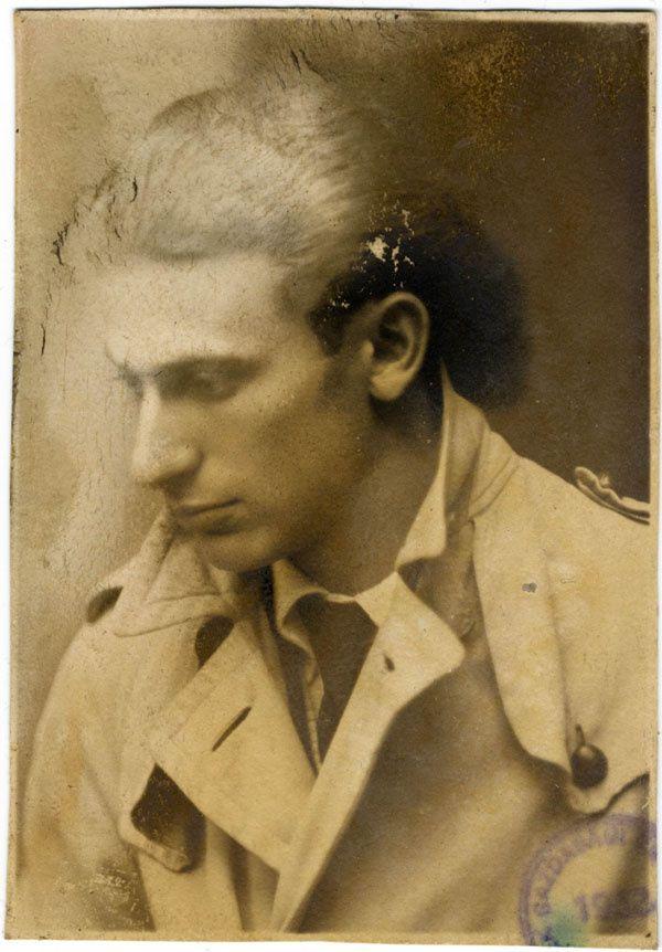 photo d'identité retrouvée dans sa poche lors de l'exhumation de la fosse commune
