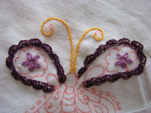Le voici dans les ailes du papillon, avec un fil des ets Toulemonde acheté lors d'un couvige dentellier