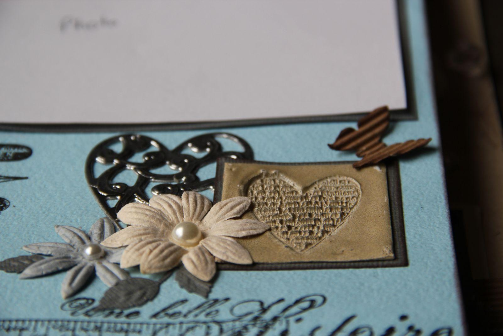 Sous les fleurs de papier : coeur en faux métal et à droite coeur fait selon la technique du sceau : j'adore !!