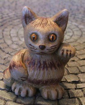 Le troisième est un chat de gouttière (d'après madame). C'est elle qui a choisi les couleurs.