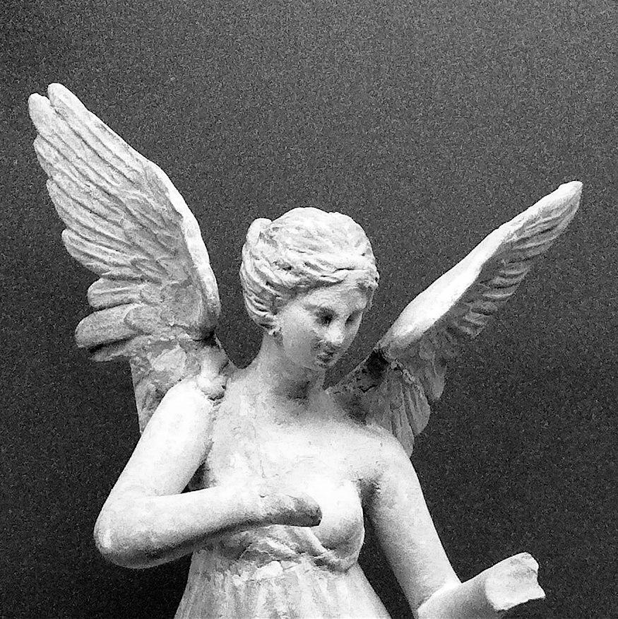 """Mon bureau - l'écran de veille - un """"ange"""" ou """"harpie (Ἅρπυιαι) ? (D'avant Jésus et Mahomet) - musée du Louvres"""