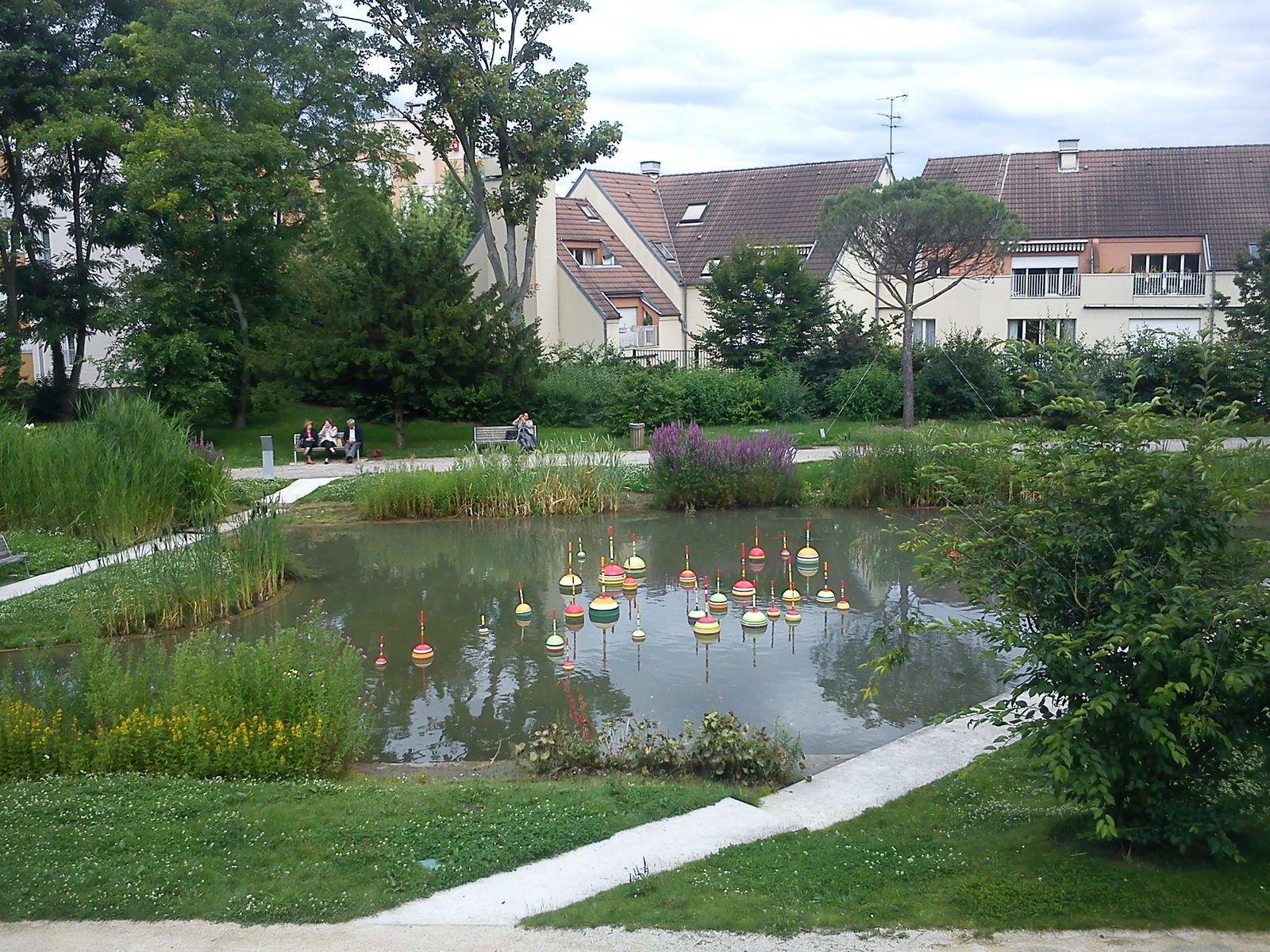 Jardins en métamorphose, un art environnemental dans les parcs de la ville de Thiais (Val de Marne)
