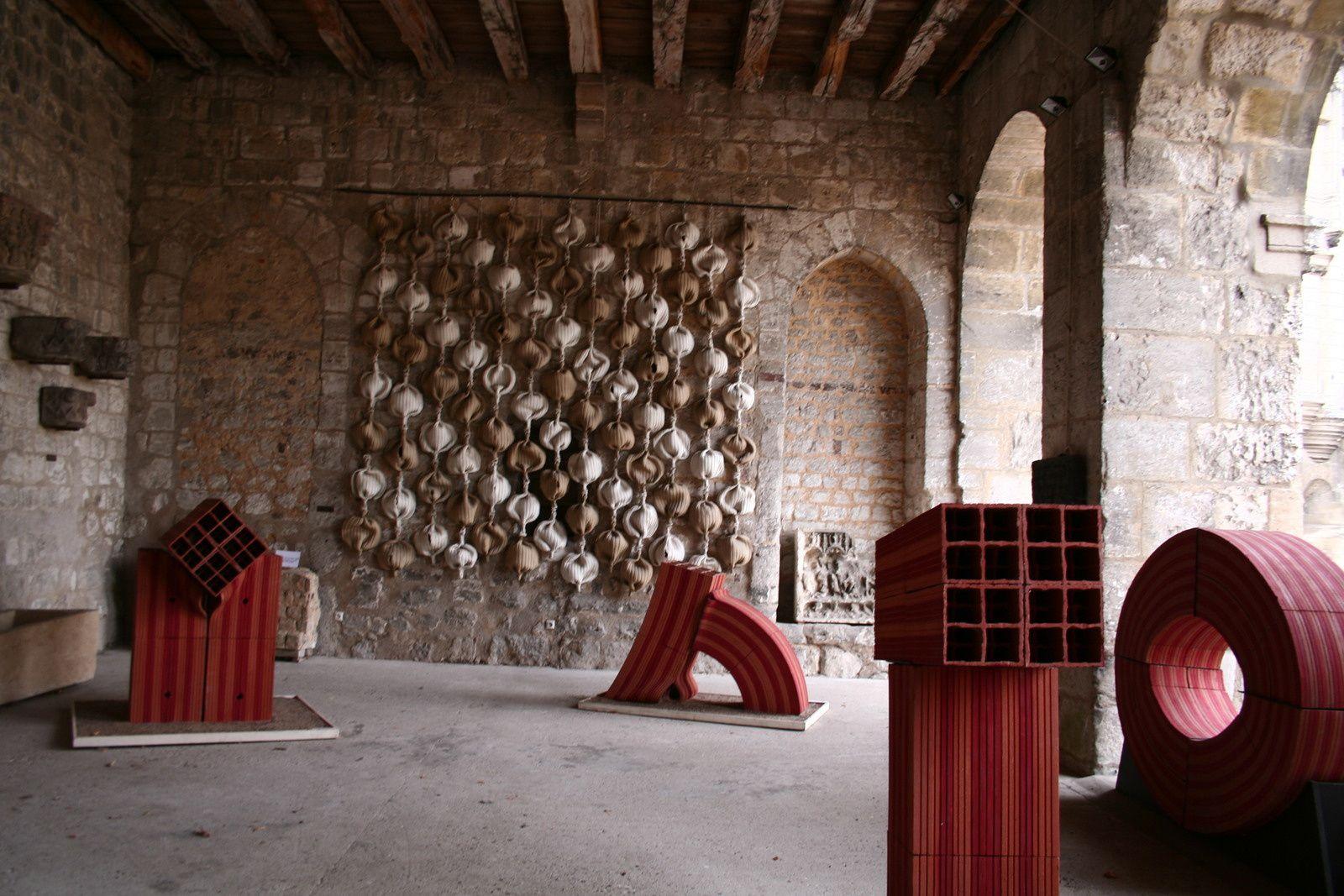 Anne Barrès expose ses sculptures dans la cour de l'ancien palais épiscopal de Beauvais (60)