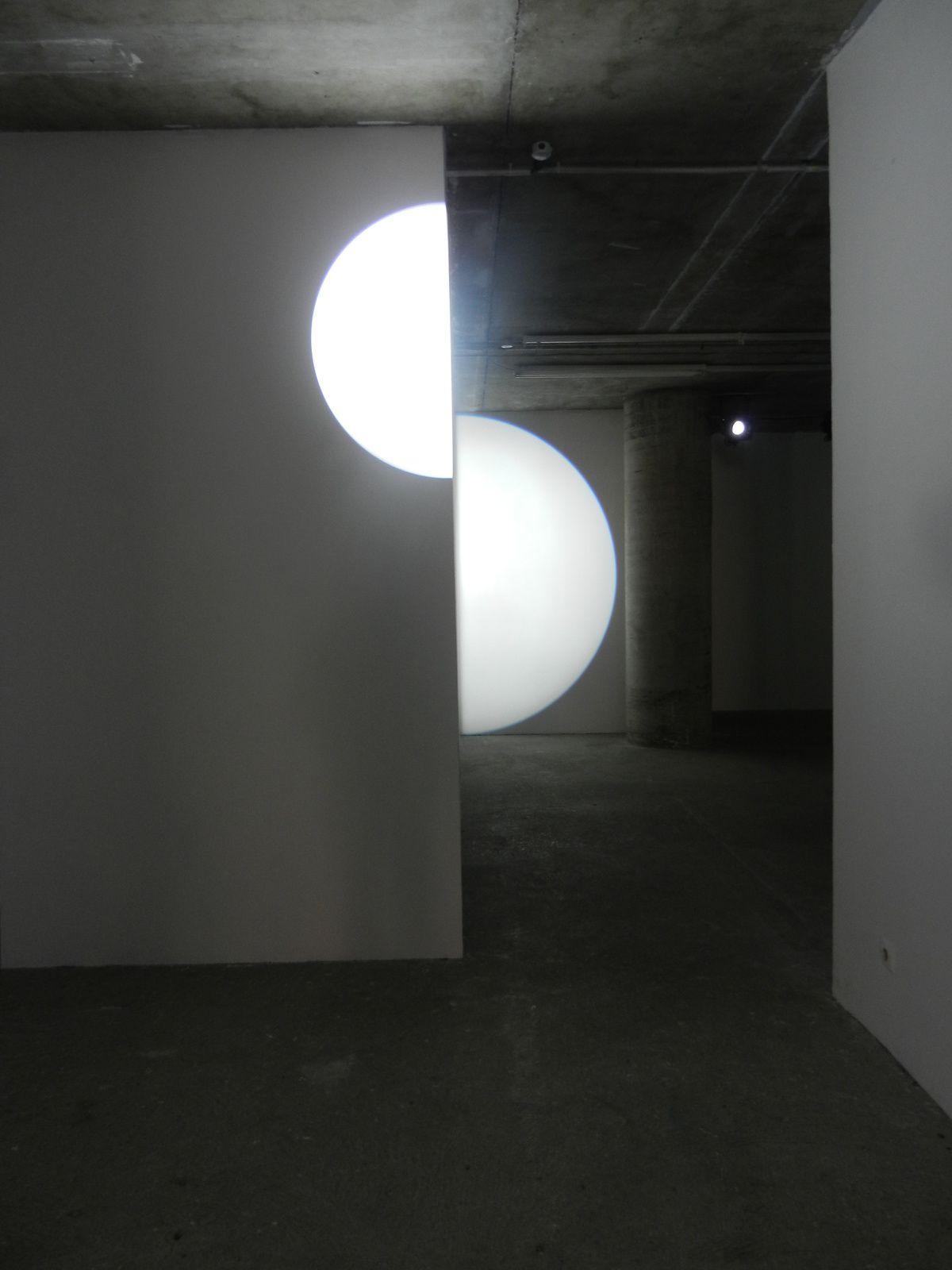 Retrospectare humanum est, exposition de Michel Verjux au CCC de Tours : la lumière comme révélateur et créateur d'espace