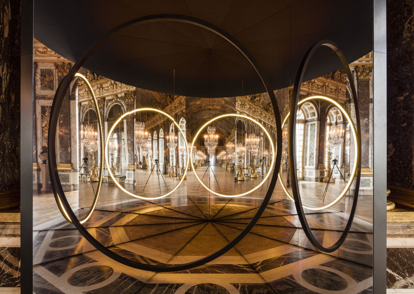 Your sense of unity, 2016 Installation view, Palace of Versailles, 2016 Photo: Anders Sune Berg Courtesy of the artist&#x3B; neugerriemschneider, Berlin&#x3B; Tanya Bonakdar Gallery, New York © 2016 Olafur Eliasson