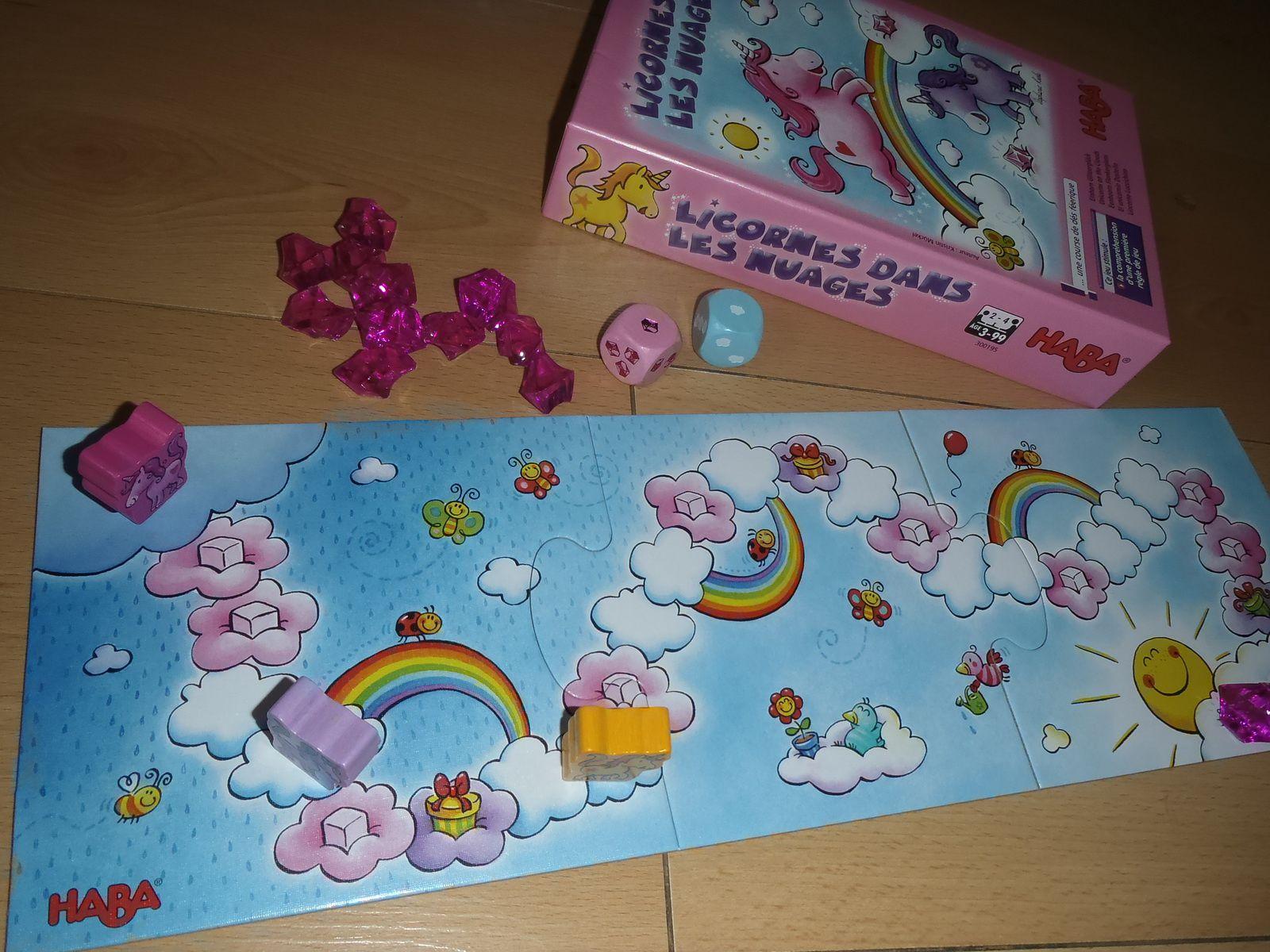 Pour E. 1 ans 1/2 un jeu de manipulation, et pour N. 2 ans 1/2 un premier jeu de société et des petits livres princesse