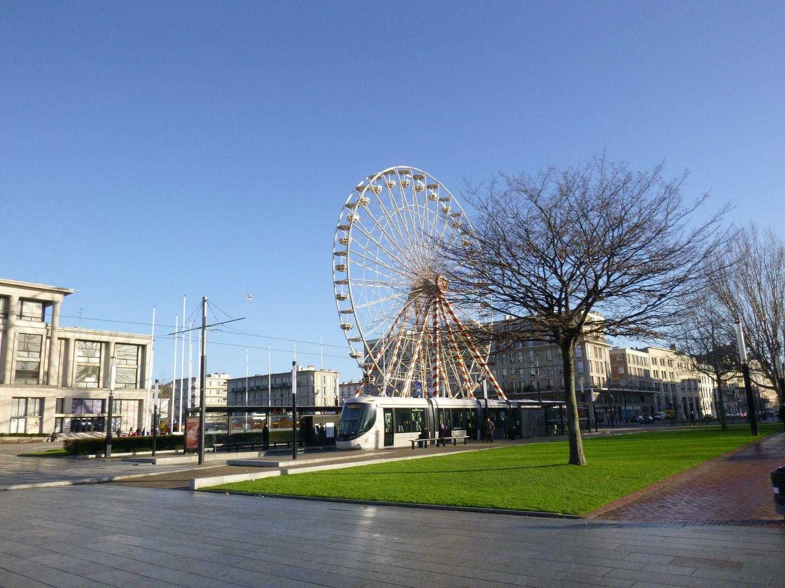 Le Havre, l'exposition de Noël et la place de l'hôtel de ville