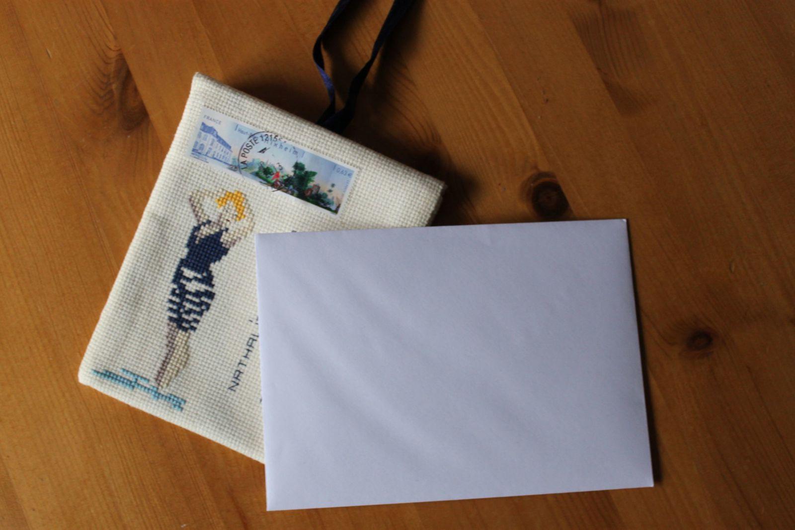 courrier brodé