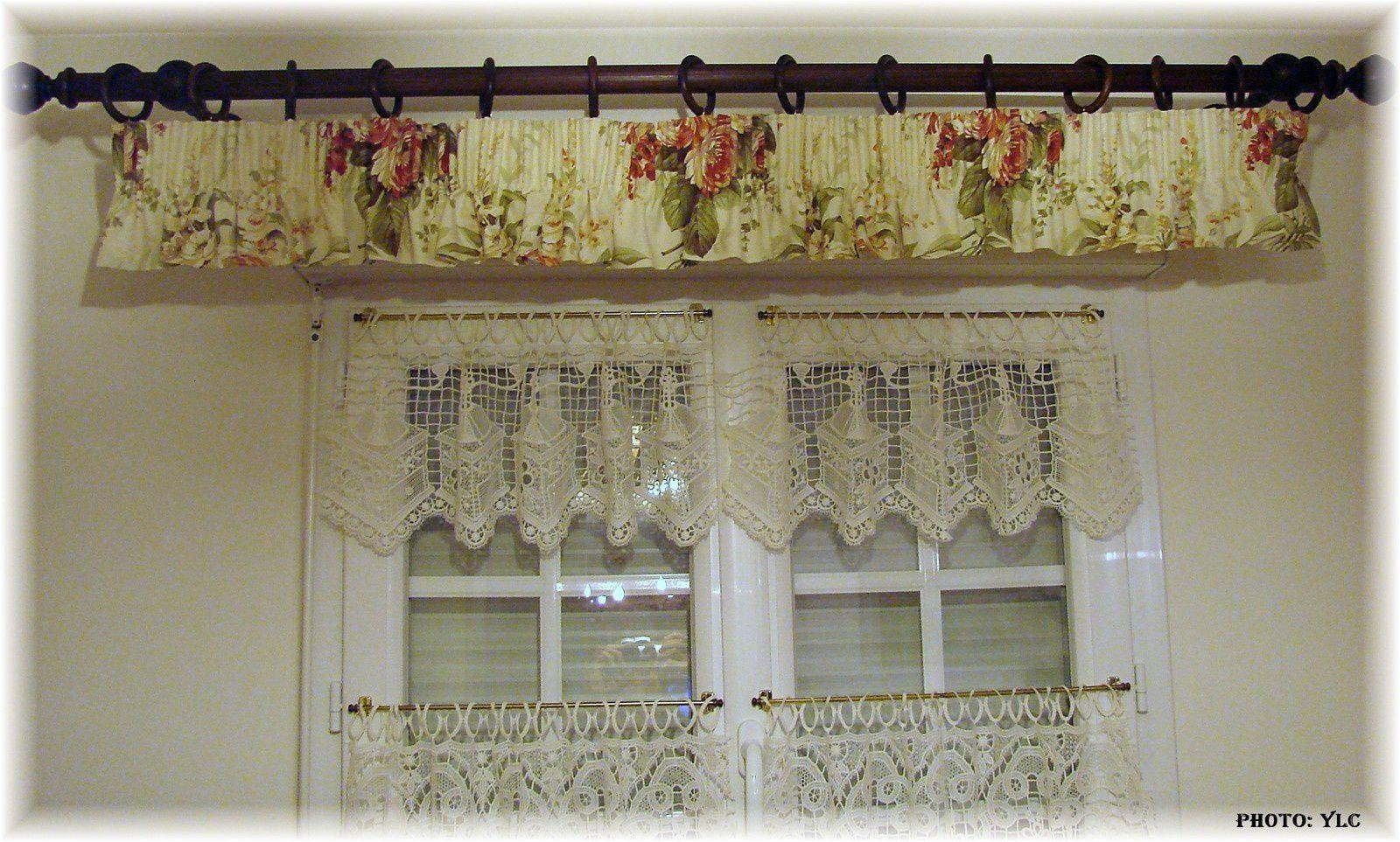 Double rideaux du si ge au d cor tapissier d 39 ameublement for Habillage fenetre cuisine