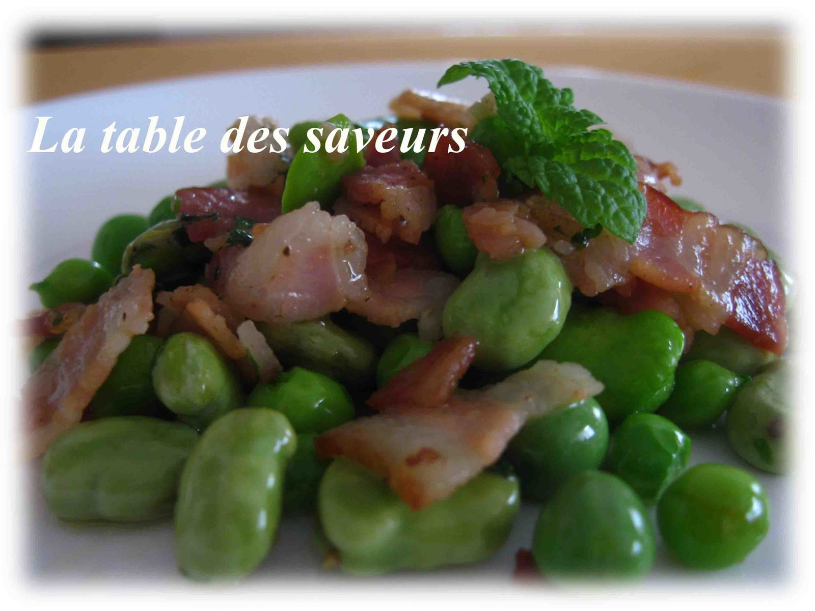 salade de f ves et petits pois au bacon et menthe fraiche la table des saveurs. Black Bedroom Furniture Sets. Home Design Ideas