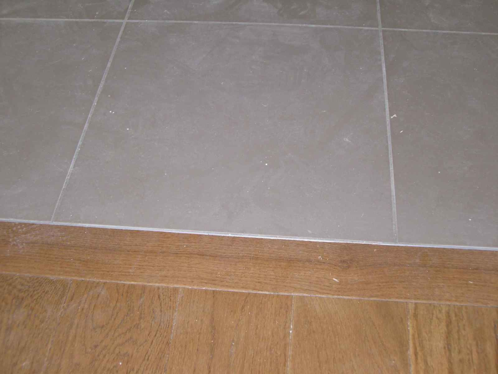 Parquet carrelage jonction parquet carrelage moderne for Carrelage parquet