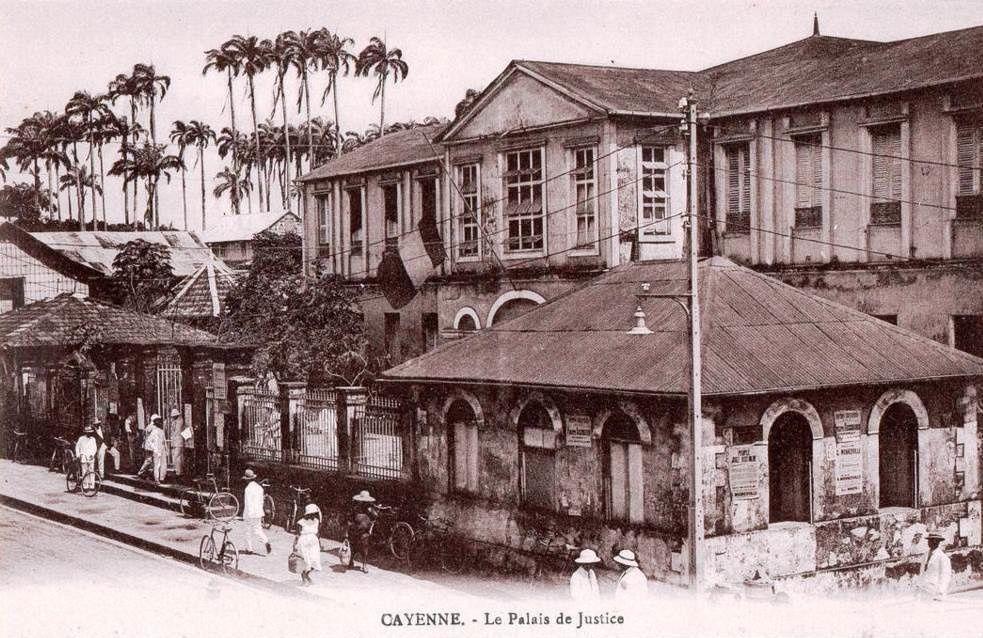 Le Palais de justice à Cayenne (Guyane), aujourd'hui et hier...