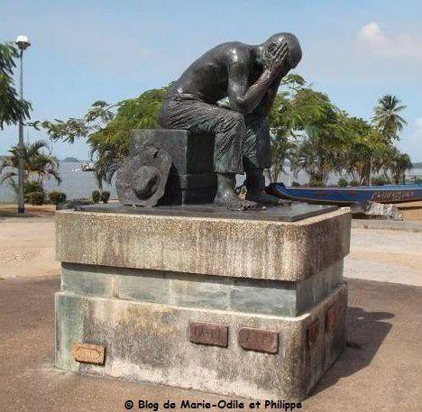 La statue du bagnard à Saint Laurent du Maroni (Guyane)