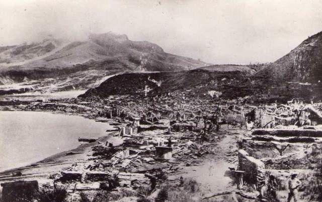 La ville de Saint-Pierre en Martinique après l'éruption du 8 mai 1902