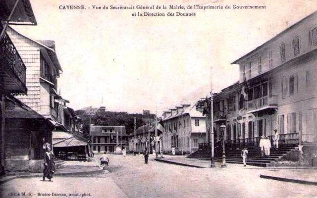 L'immeuble Franconie est situé sur la droite de la carte postale (Le Musée local était installé au rez-de-chaussée du Secrétariat général, il l'est encore aujourd'hui).