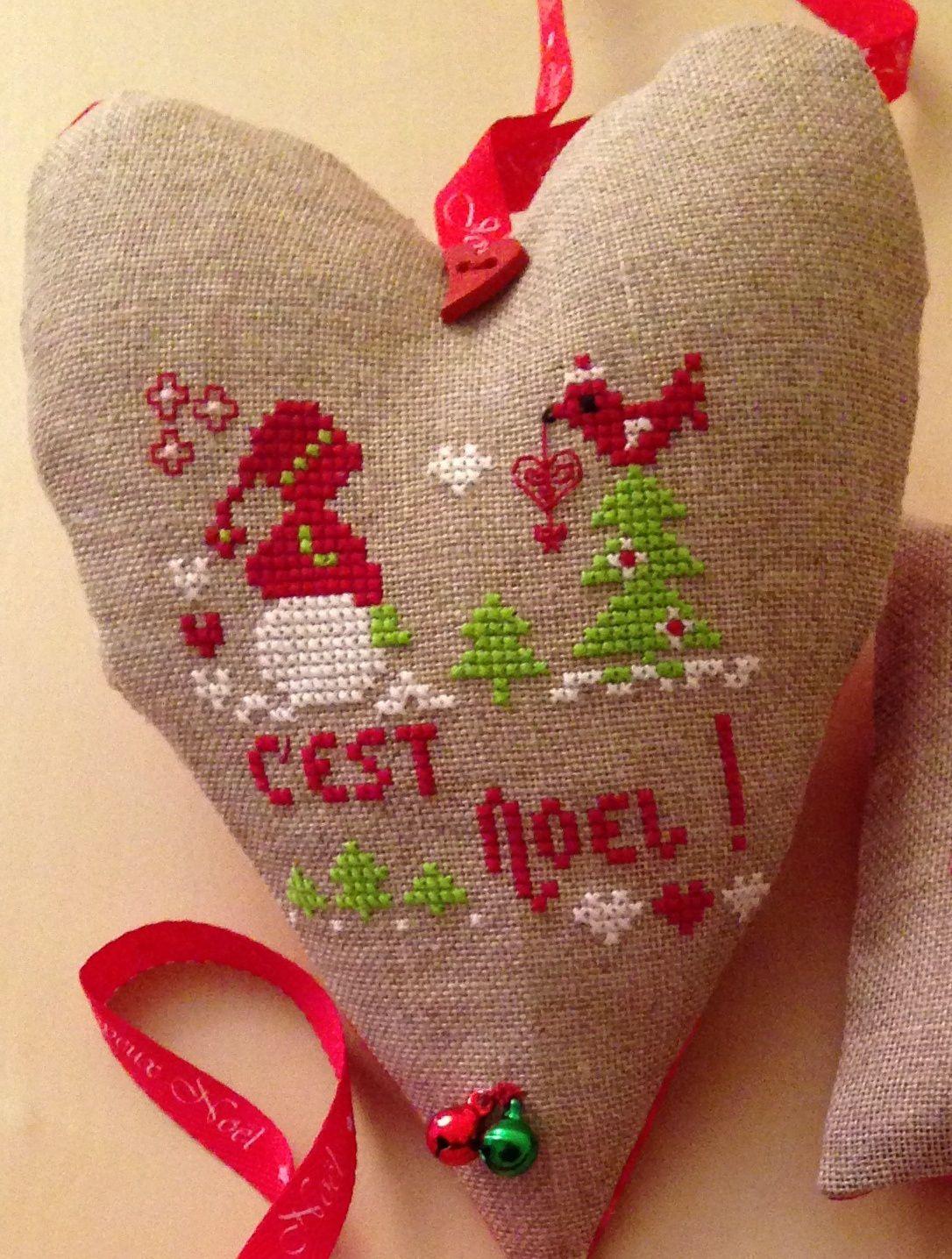 Quelle jolie mise en valeur de mes petites grilles de Noël!...