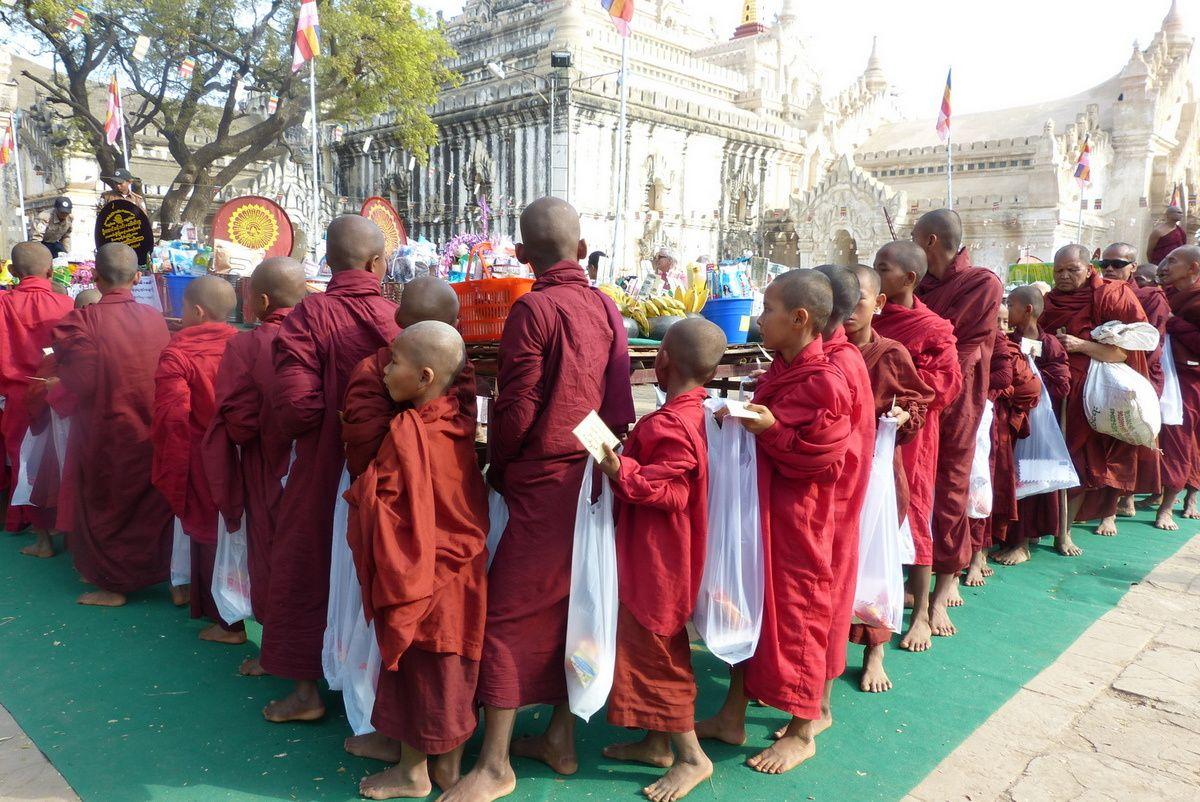 Festival de moines à Rangoon et à Bagan