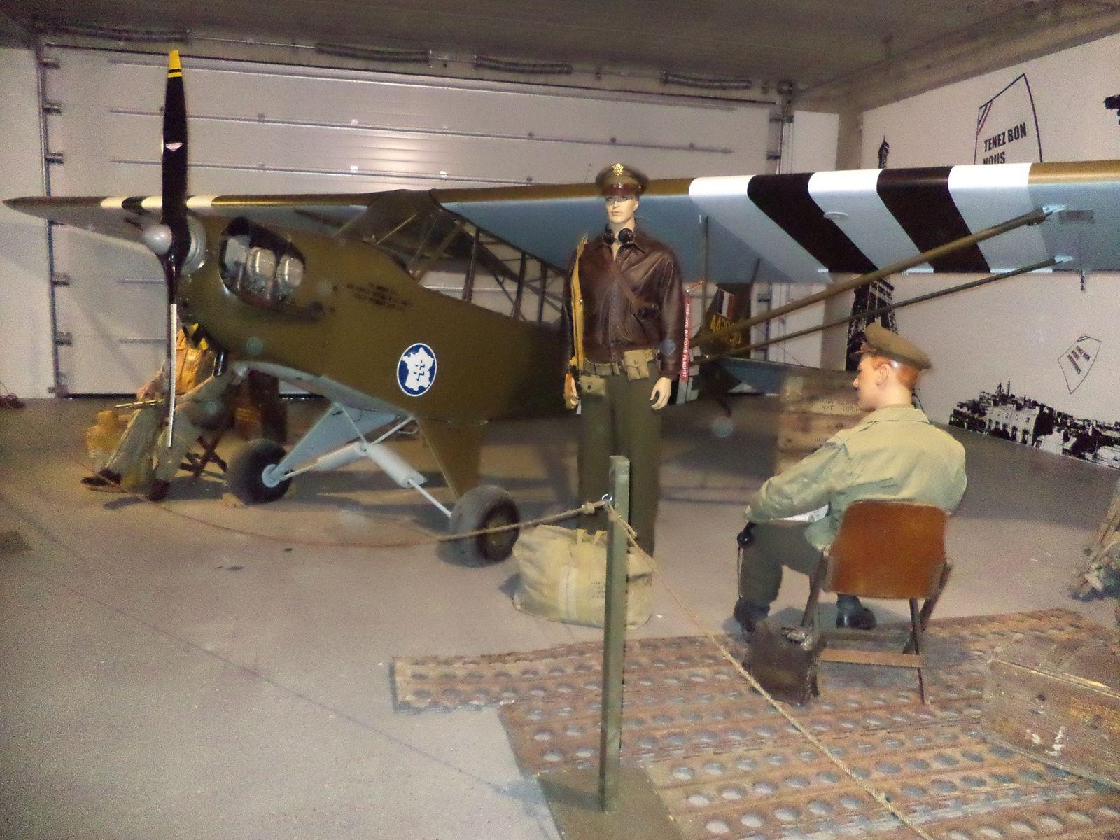 un avion d observation américain....quand les allemands voyaient ce petit avion au dessus d eux dans le ciel ils n avaient plus qu a creuser