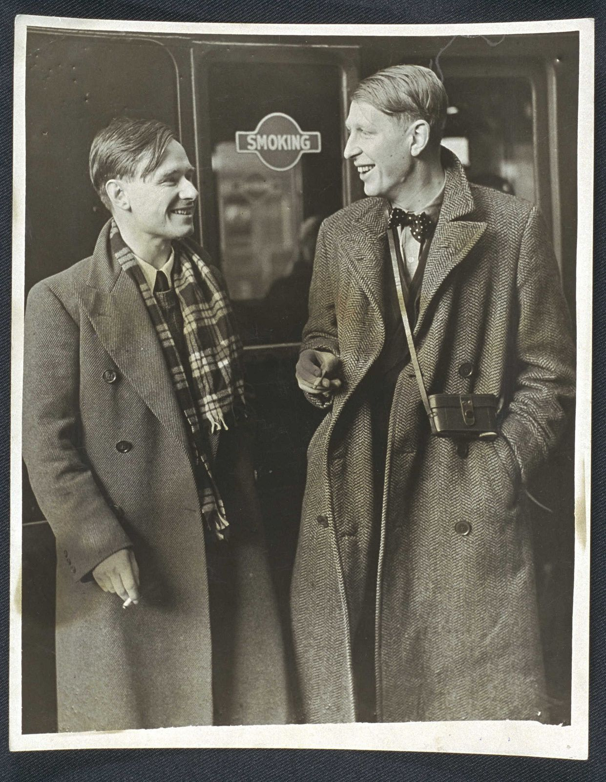 Christopher Isherwood et Wystan Hugh Auden en route pour la Chine, 1938 (photo National Media Museum)
